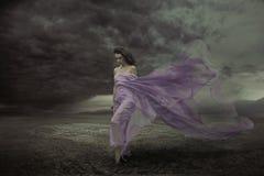 Πορτρέτο μιας όμορφης προκλητικής γυναίκας Στοκ φωτογραφία με δικαίωμα ελεύθερης χρήσης