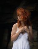 Πορτρέτο μιας redhead γυναίκας στοκ εικόνα με δικαίωμα ελεύθερης χρήσης