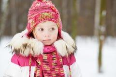 Πορτρέτο μισό-μήκους του μικρού κοριτσιού Στοκ εικόνα με δικαίωμα ελεύθερης χρήσης