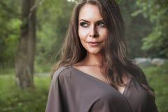 Πορτρέτο μόδας γυναικών φθινοπώρου πτώση όμορφο κορίτσι Στοκ Φωτογραφία