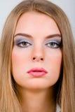 Πορτρέτο μόδας της νέας γυναίκας Στοκ εικόνα με δικαίωμα ελεύθερης χρήσης