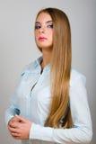 Πορτρέτο μόδας της νέας γυναίκας Στοκ φωτογραφία με δικαίωμα ελεύθερης χρήσης