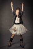 Πορτρέτο μόδας ομορφιάς μικρών κοριτσιών, χαμογελώντας παιδί ι Στοκ Εικόνες