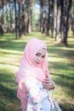 Πορτρέτο μόδας της νέας όμορφης μουσουλμανικής γυναίκας στοκ φωτογραφία με δικαίωμα ελεύθερης χρήσης