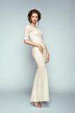 Πορτρέτο μόδας της όμορφης γυναίκας στο κομψό φόρεμα στοκ φωτογραφίες με δικαίωμα ελεύθερης χρήσης