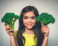 Πορτρέτο να ενεργήσει νέων κοριτσιών Στοκ εικόνες με δικαίωμα ελεύθερης χρήσης