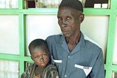Πορτρέτο ομάδας του από τη Γκάνα grandpa και του εγγονού Στοκ Φωτογραφία