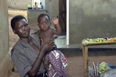 Πορτρέτο ομάδας της από την Ουγκάντα μητέρας με το παιδί Στοκ Φωτογραφίες