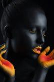 Πορτρέτο ομορφιάς ενός κοριτσιού με τη σύνθεση χρώματος Στοκ Φωτογραφίες