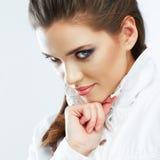 Πορτρέτο ομορφιάς Η γυναίκα απομόνωσε το άσπρο υπόβαθρο Πρόσωπο ομορφιάς Στοκ Φωτογραφία