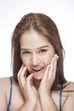 Πορτρέτο ομορφιάς μιας νέας γυναίκας brunette με το όμορφο χαμόγελο Στοκ Εικόνα