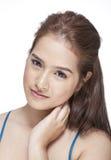 Πορτρέτο ομορφιάς μιας νέας γυναίκας brunette με το όμορφο χαμόγελο Στοκ εικόνες με δικαίωμα ελεύθερης χρήσης