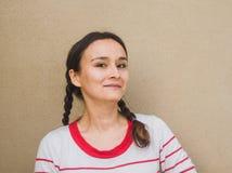 Πορτρέτο ομορφιάς μιας νέας γυναίκας brunette Στοκ Φωτογραφία