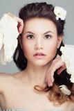 Πορτρέτο ομορφιάς μόδας της όμορφης γυναίκας όμορφο πρόσωπο στοκ εικόνες