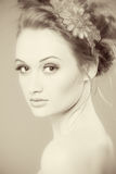 Πορτρέτο ομορφιάς Τέλεια φρέσκια κινηματογράφηση σε πρώτο πλάνο δερμάτων Καθαρό πρότυπο ομορφιάς Νεολαία και έννοια φροντίδας δέρ Στοκ Εικόνα