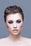 Πορτρέτο ομορφιάς του προκλητικού κοριτσιού Όμορφος αποτελέστε, Smokey στοκ εικόνες
