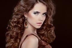 Πορτρέτο ομορφιάς. Hairstyle. Γυναίκα Brunette  στοκ εικόνα