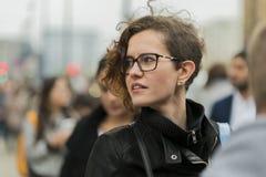 Πορτρέτο οδών μιας όμορφης γυναίκας Στοκ Φωτογραφίες