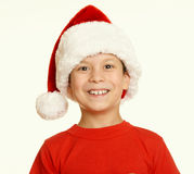 Πορτρέτο παιδιών αγοριών στο καπέλο santa, που έχει τη διασκέδαση και τις συγκινήσεις, διακοπών, κίτρινος που τονίζεται έννοια χε Στοκ Φωτογραφία