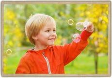 Πορτρέτο παιδιών μικρών παιδιών στο θερινό πάρκο Στοκ Φωτογραφία