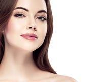 Πορτρέτο προσώπου γυναικών ομορφιάς Beautiful spa πρότυπο κορίτσι με το τέλειο φρέσκο καθαρό δέρμα Νεολαία και έννοια φροντίδας δ Στοκ Εικόνα