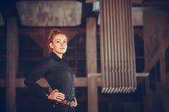 Πορτρέτο πόλεων haire κοριτσιών whith κόκκινο Στοκ φωτογραφίες με δικαίωμα ελεύθερης χρήσης