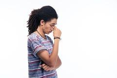Πορτρέτο πλάγιας όψης ενός στοχαστικού αμερικανικού ατόμου afro Στοκ φωτογραφία με δικαίωμα ελεύθερης χρήσης