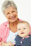 Πορτρέτο της ανώτερης γυναίκας με το μωρό στοκ εικόνα με δικαίωμα ελεύθερης χρήσης