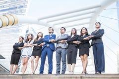 Πορτρέτο της βέβαιας στάσης ομάδας επιχειρηματιών στη σειρά Στοκ εικόνα με δικαίωμα ελεύθερης χρήσης