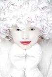 Πορτρέτο της γοητείας στα γάντια με το άσπρο χιονισμένο πρόσωπο στοκ εικόνες