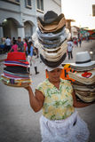 πορτρέτο της γυναίκας από τη Νικαράγουα, πωλώντας καπέλα στην οδό Στοκ Εικόνες