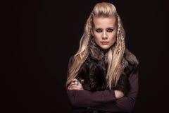 Πορτρέτο της γυναίκας Βίκινγκ ενδύματα στα παραδοσιακά πολεμιστών Στοκ Εικόνες
