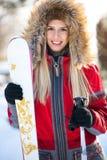 Πορτρέτο της γυναίκας με να κάνει σκι τον εξοπλισμό Στοκ Φωτογραφία
