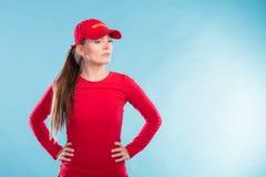 Πορτρέτο της γυναίκας lifeguard στην κόκκινη ΚΑΠ Στοκ Εικόνα