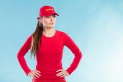 Πορτρέτο της γυναίκας lifeguard στην κόκκινη ΚΑΠ Στοκ Φωτογραφία