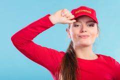 Πορτρέτο της γυναίκας lifeguard στην κόκκινη ΚΑΠ Στοκ φωτογραφίες με δικαίωμα ελεύθερης χρήσης