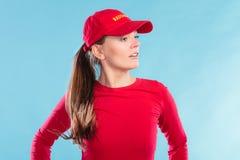 Πορτρέτο της γυναίκας lifeguard στην κόκκινη ΚΑΠ Στοκ εικόνες με δικαίωμα ελεύθερης χρήσης