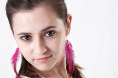Πορτρέτο της ελκυστικής νέας γυναίκας brunette Στοκ εικόνες με δικαίωμα ελεύθερης χρήσης