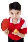 Πορτρέτο της ευτυχούς ασιατικής επιτραπέζιας αντισφαίρισης παιχνιδιού αγοριών στοκ εικόνα