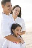 Πορτρέτο της ευτυχούς ισπανικής οικογένειας με το νέο κορίτσι Στοκ Φωτογραφία