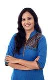 Πορτρέτο της εύθυμης ινδικής νέας γυναίκας Στοκ φωτογραφία με δικαίωμα ελεύθερης χρήσης