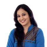 Πορτρέτο της εύθυμης ινδικής νέας γυναίκας Στοκ εικόνες με δικαίωμα ελεύθερης χρήσης