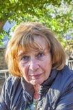 Πορτρέτο της ελκυστικής ηλικιωμένης κυρίας στοκ φωτογραφία με δικαίωμα ελεύθερης χρήσης