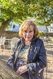 Πορτρέτο της ελκυστικής ηλικιωμένης κυρίας στοκ εικόνα