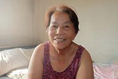 Πορτρέτο της ηλικιωμένης ασιατικής γυναίκας στοκ φωτογραφία με δικαίωμα ελεύθερης χρήσης