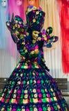 Πορτρέτο της θαυμάσιας μάσκας καρναβαλιού με το χρωματισμένο υπόβαθρο Στοκ φωτογραφία με δικαίωμα ελεύθερης χρήσης