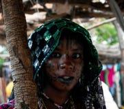 Πορτρέτο της διαστισμένης γυναίκας φυλών Wodaabe aka Mbororo, Poli, Καμερούν Στοκ Εικόνες
