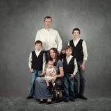 Πορτρέτο της μεγάλης ευτυχούς οικογένειας στοκ εικόνες