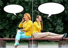 Πορτρέτο της μητέρας με την κόρη της στο πάρκο Στοκ φωτογραφίες με δικαίωμα ελεύθερης χρήσης