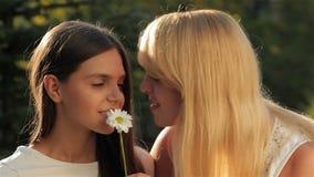 Πορτρέτο της μητέρας με την κόρη απόθεμα βίντεο
